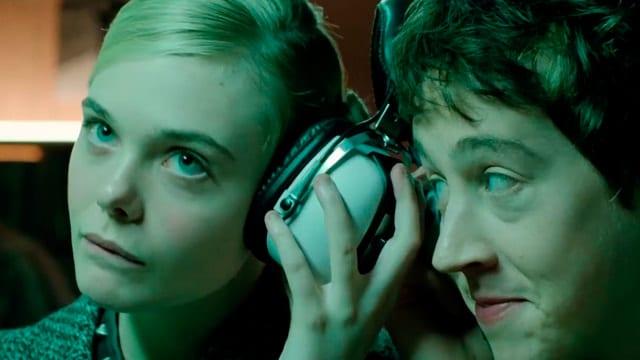 Fot. kadr zfilmu Jak rozmawiać dziewczynami naprywatkach