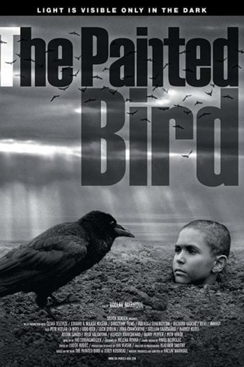 """""""Malowany Ptak"""" – Uniwersalna opowieść w grobowej ciszy [RECENZJA]"""