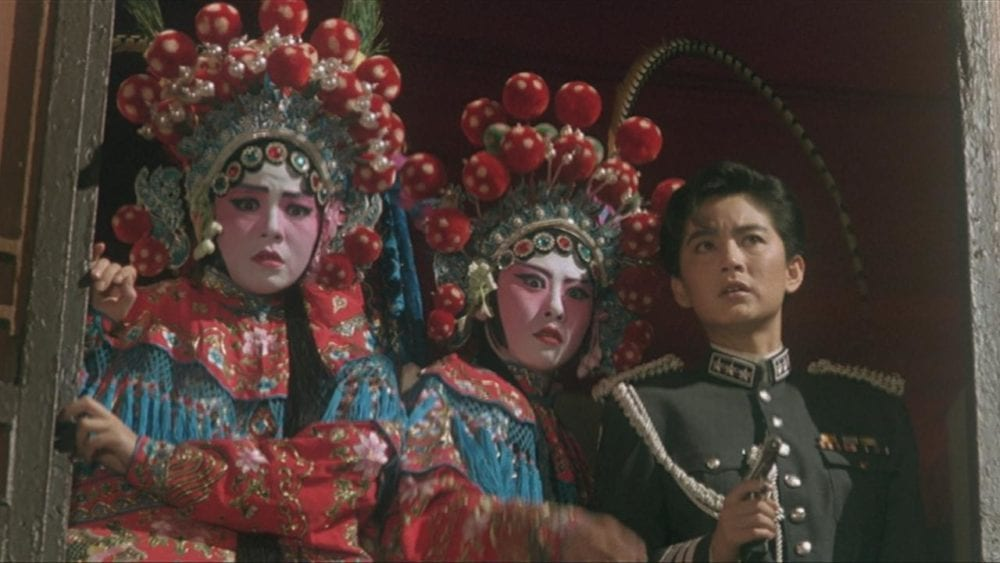Kaczka po pekińsku, czyli strzały w operze